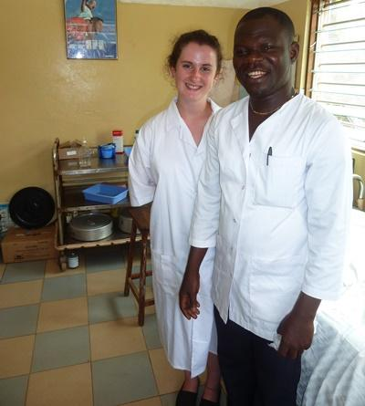 A professional psychologist working with a local colleague at a hospital in Togo.