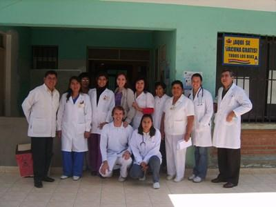 A group of doctors volunteering in Bolivia with their local colleagues at a hospital.
