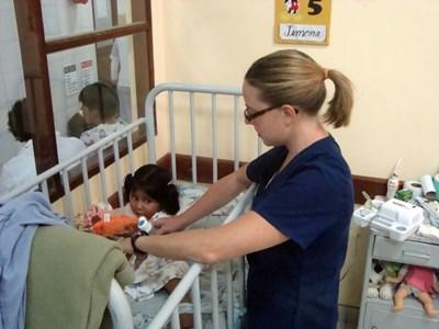 Occupational Therapy volunteer works with a toddler in a clinic in Bolivia