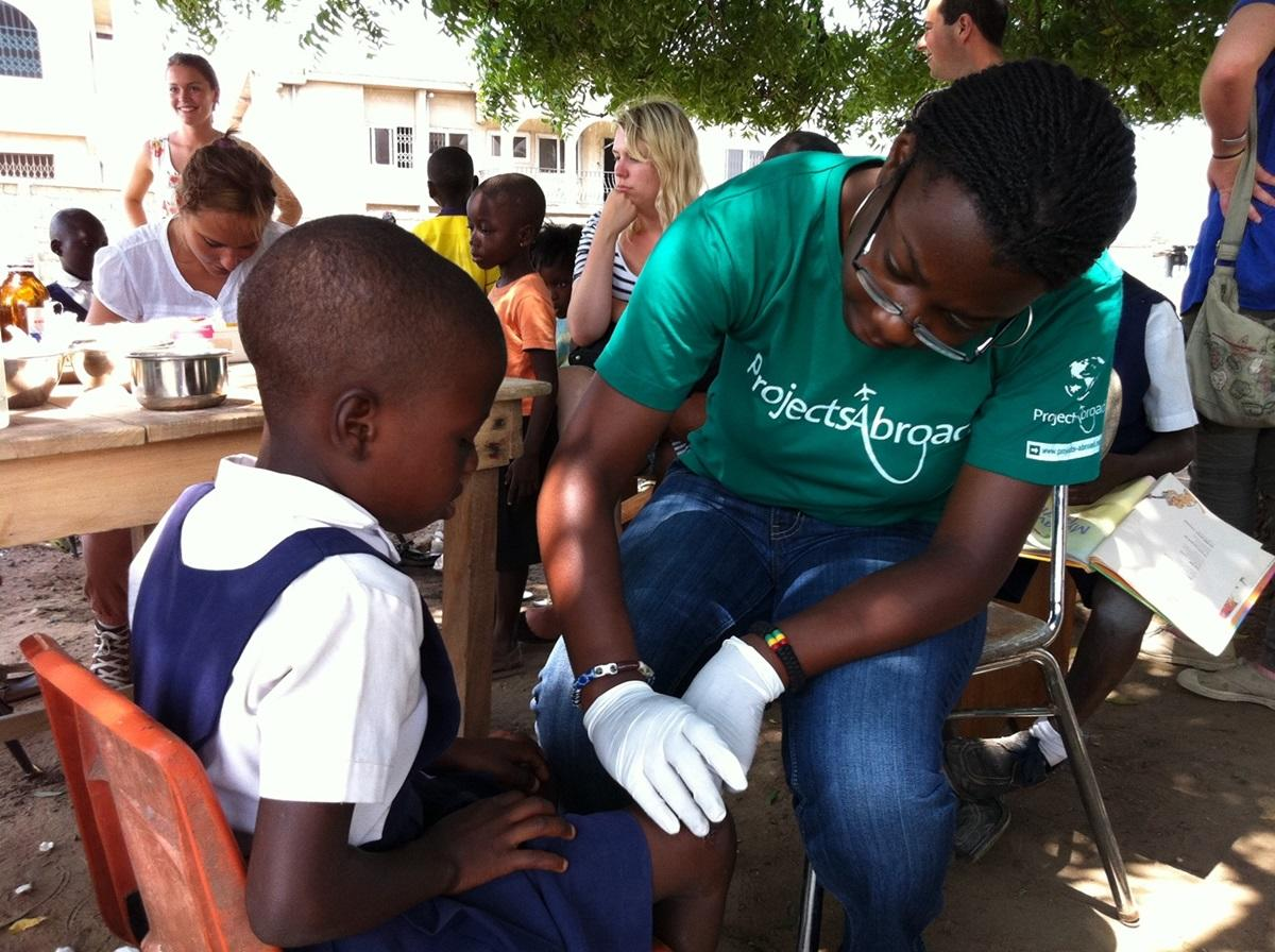 medicine healthcare volunteer projects for professionals zoom professional volunteer in medicine healthcare working overseas