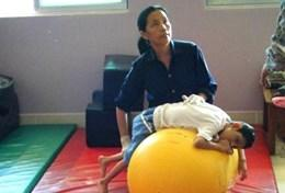 A therapist uses techniques taught by a physiotherapist volunteering in Cambodia.