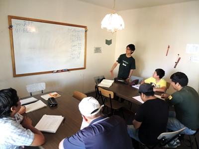 Projects Abroad Teaching volunteer leads a class at a school in Bolivia, Latin America.