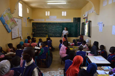 Projects Abroad Teaching volunteer teaches a class at her placement in Senegal.