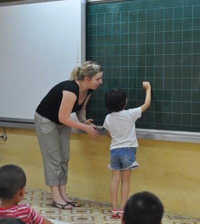 A Vietnamese student participates in English class with the help of a Projects Abroad Teaching volunteer