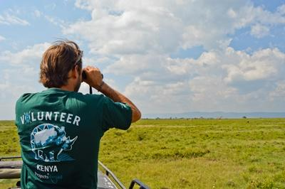 volontaire participant à un voyage humanitaire animaux
